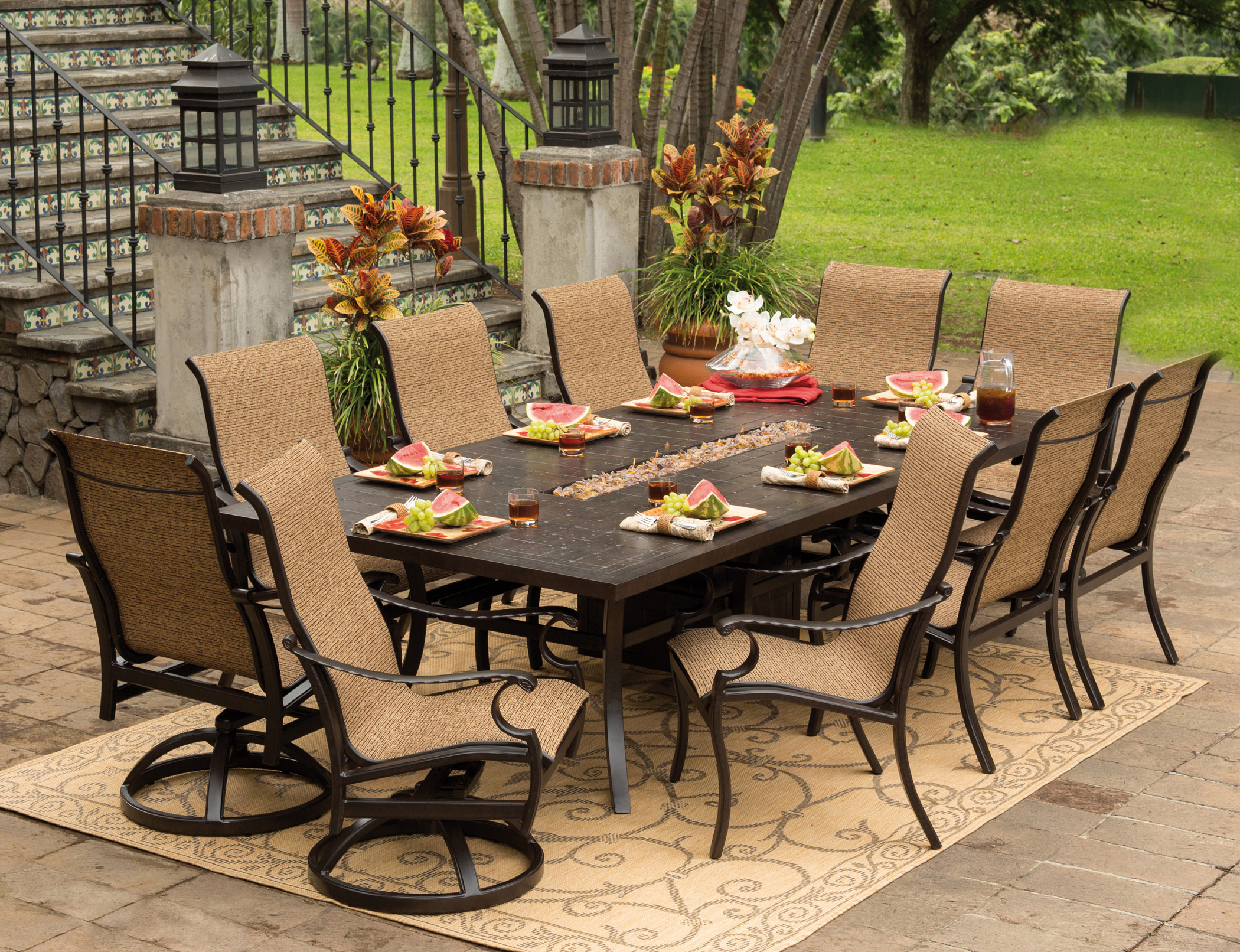 Benedetina: Outdoor Dining Table