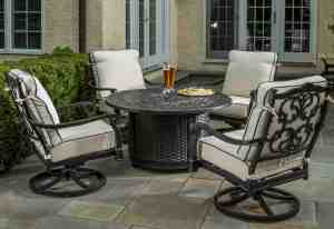 Vasari blends traditional style of cast aluminum with the beauty of woven wicker.