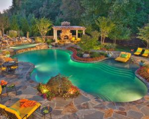 luxury-backyard-natural