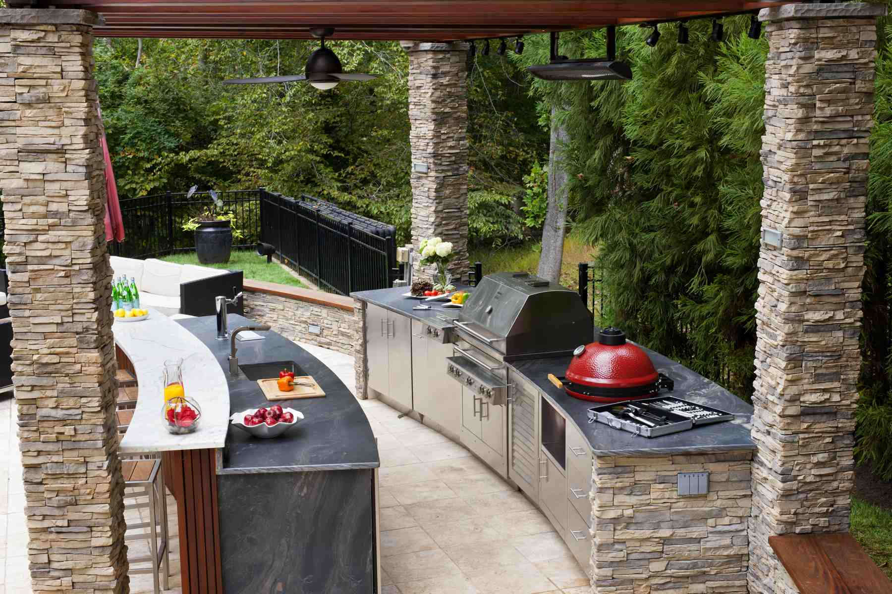 Five Outdoor Kitchens That Will Have You Wishing It Was